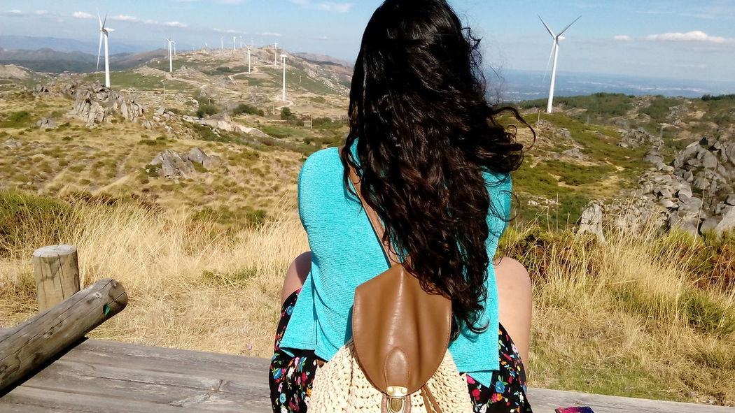 Passear Mochila Caramulo Portugal Paisagem Landscape Nofilter Semfiltros Vento EnergiasRenovables Mountain Young Adult Beauty In Nature Tranquil Scene Long Hair Sommergefühle The Traveler - 2018 EyeEm Awards Summer Road Tripping
