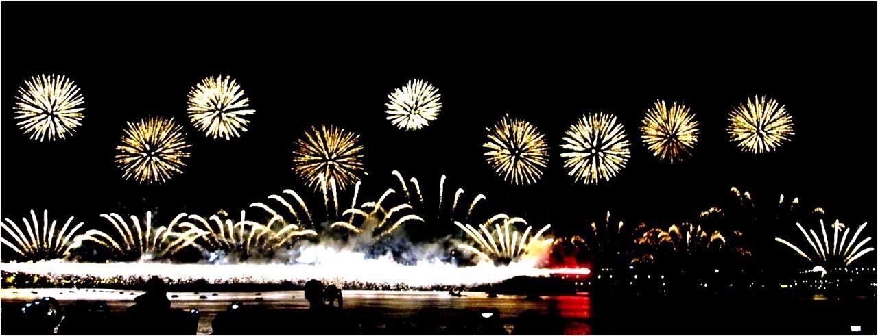 Crazy firework Taking Photos Relaxing 大稻埕碼頭 Nightphotography Hello World 煙火 Tourists View Good Shot EyeEm Best Shots