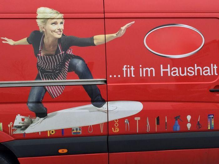 ... fit im Haushalt !! ;o) ... Hausfrau Haushalt Surfbrett