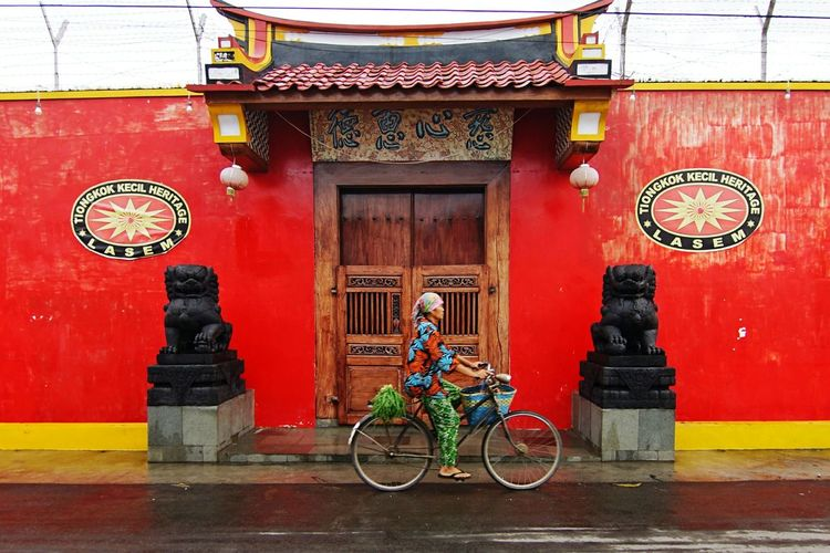 Lasem Heritage of Small Tiongkok Travel Travel Destinations Travel Photography Transportation Bycicle Red Day Outdoors Travel Destinations No People