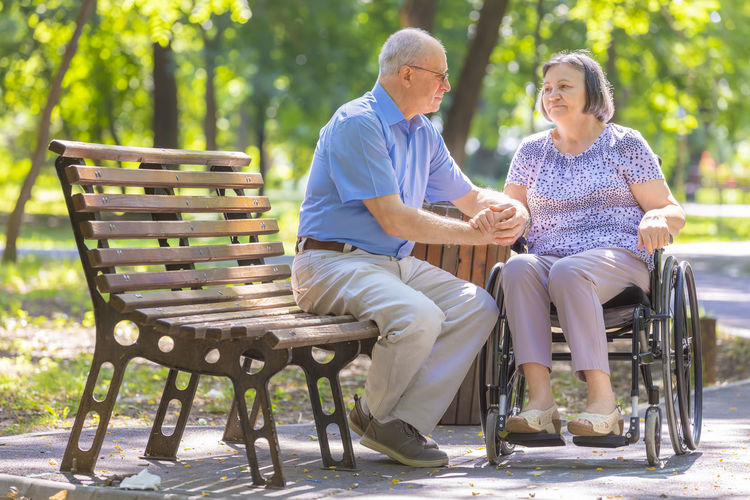 Love WhellChair Handicapped Mature Adult Park Park Bench Senior Men Senior Women