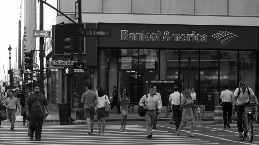 Bank of America Black And White Photography Streetphoto_bw People Photography Candid Photography White Lines The Human Condition Rush Hour Bank Of America Sony A6000 Project365