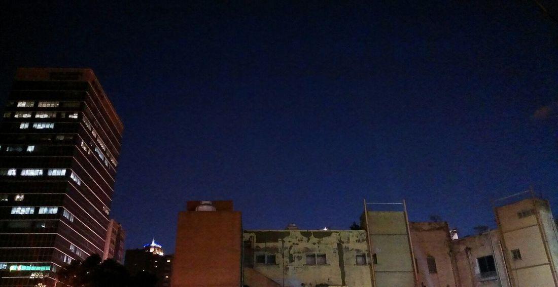 冷清的街,不熱鬧的夜,這對比夠狂野,總是荒謬又貼切,誰管它的萬聖節。 Running Late Cityscape Taiwanscape The Void