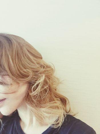 パツキン巻き巻きした 金髪 グラデーションカラー ハイトーン