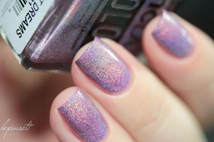 iridescent dreams by Ncla ❤️ Nails Nailswatches Nailswatch Nailblogger Nailstoinspire Nailswag Notd Nailpolish Indiepolish Indielove Holopolish Hololove Hololover