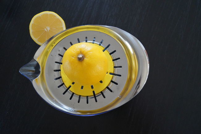 Citrus  EyeEm Selects EyeEm Gallery EyeEmNewHere Lemonade Zitrone Black Background Citrus Fruit Clock Clock Face Close-up Day Eye4photography  Food Indoors  Lemon Lemons Minute Hand No People Pressen Squeeze Squeezing Studio Shot Time Yellow EyeEmNewHere