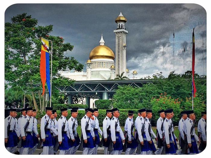 EyeEm Parade Hismajestysbirthdayparade People Royalbruneipoliceforce GuardofHonor Streetphotography HuaweiP9 Huaweiphotography HuaweiP9Photography SOAS Mosque Mosques Travel Destinations Aftertheparade Takenwithiphone5s