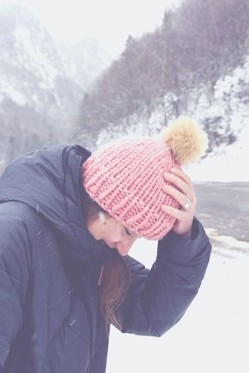 Winters not over Warm Clothing Knit Hat Cold Temperature Winter Outdoors Day Portrait Eyeemphoto Nature Tree Hugger Perfect Match It's Cold Outside There Should Be Snow Climate Change Backwoods Mountain Boondogs The Great Outdoors Home Sweet Home EyeEm Natue Lover D7200