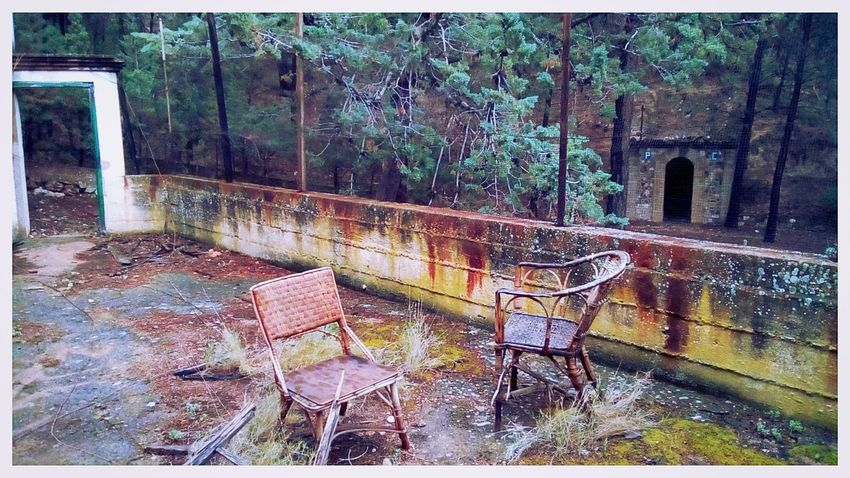 Come sit down with us forever. Mobilephotography Pixi4 Creepy Lumiocam Rust Rusted Abandoned Exploring Old Places No People Lofi Afterlight Visual Poetry Rustlovers Doorcollector Creepy Atmoshpere Creepy Places