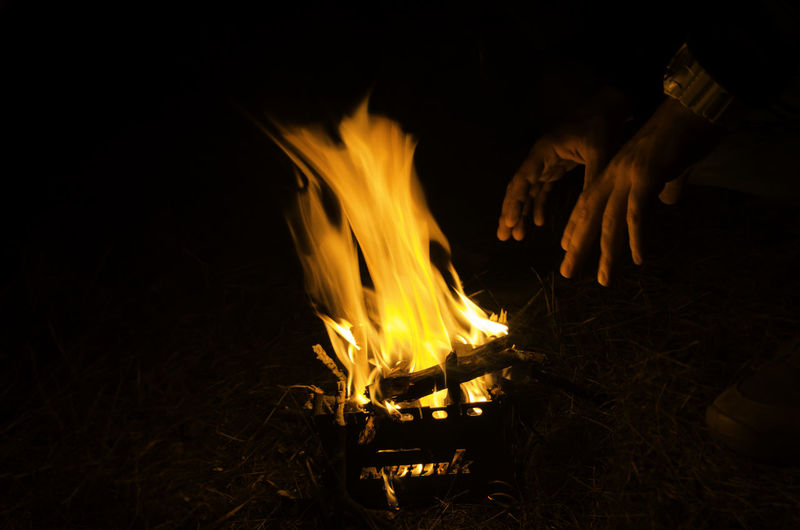 A little fire camping with good people and hot tea) #camping #fire #hands #magic #people #people And Places #tea Flame Night Outdoors EyeEmNewHere