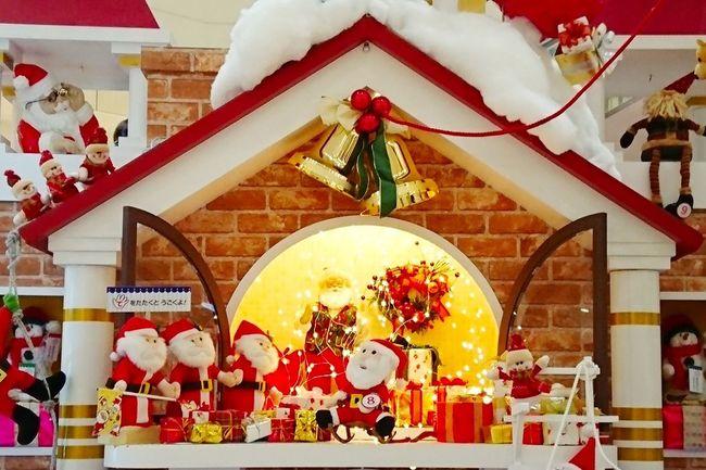 サンタさんたちはクリスマスの準備に大忙しです🎅 Christmas Christmaslights Christmastime サンタクロース プレゼント Architecture EyeEm Best Shots EyeEm Gallery Eyemphotography My Point Of View Winter
