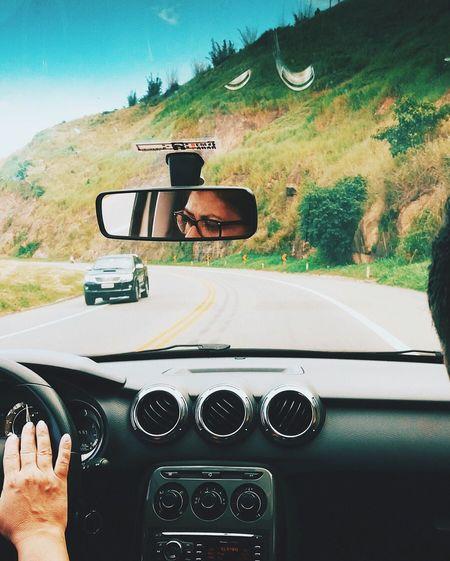 mulher no volante, perigo distante Driver Drive Ride Trip Photo Nature Nature Tree Estrada Wemen Women Car