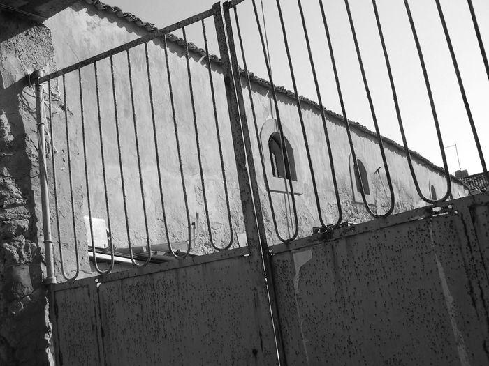 Artistic 50s 40s Italy Old Buildings Old House Gate Sicily Pachino Blackandwhite Black And White Biancoenero Novecento 1900 Old Town Cancello Foto D'epoca Hamlet Old Paesino Run-down