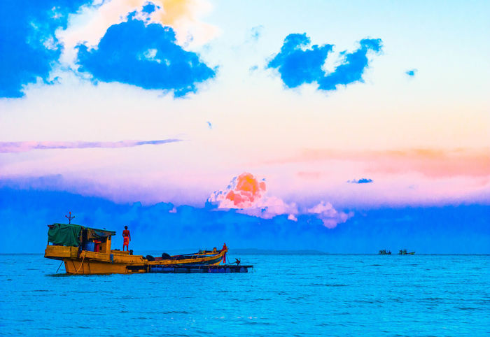 Beauty In Nature Boat Cambodia Cloud - Sky Horizon Over Water Outdoors Sea Sky Sommergefühle Water