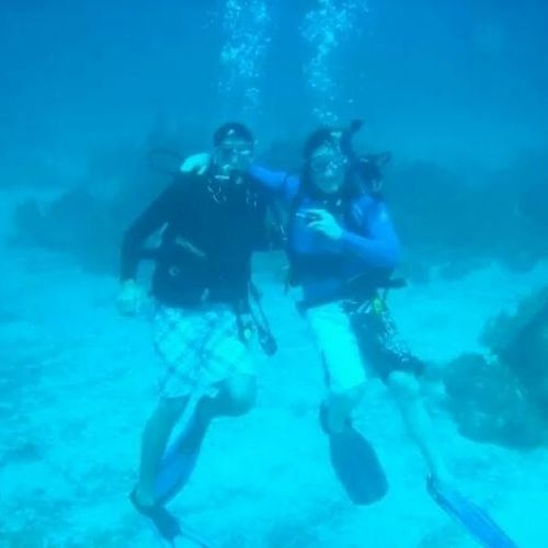 TBT  SCUBA with my dive buddy @dmeyz33 in the Caymanislands Lobstercrab diving rei1440project