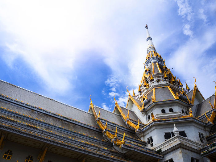 Wat Sothonwararam Worawihan Thai people known as Wat Luang Por Sothon. Address Chachoengsao Province, Thailand. Have sacred and Psychological significance. for Buddhism every day The people to pay homage. To be auspicious live smooth the next. ASIA Buddha Chachoengsao Famous Thai Travel Architecture Auspicious Backgrounds Bangpakong Beauty In Nature Belief Buddhism Clouds And Sky Culture Grand History Landscape Low Angle View Nature Outdoors Religion Sothon Tourism Wat Sothonwararam