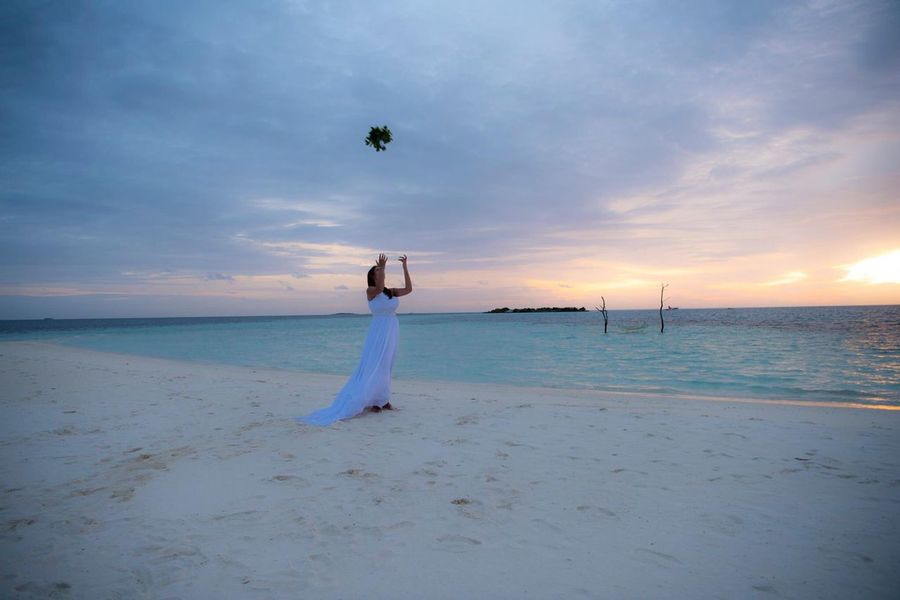 Maldives in love Wedding Wedding Dress Sunset #sun #clouds #skylovers #sky #nature #beautifulinnature #naturalbeauty #photography #landscape Sunset Maldives Maldives Islands Instagood Maldivesphotography Wedding Photography Professionalphotography Sunsets Bride