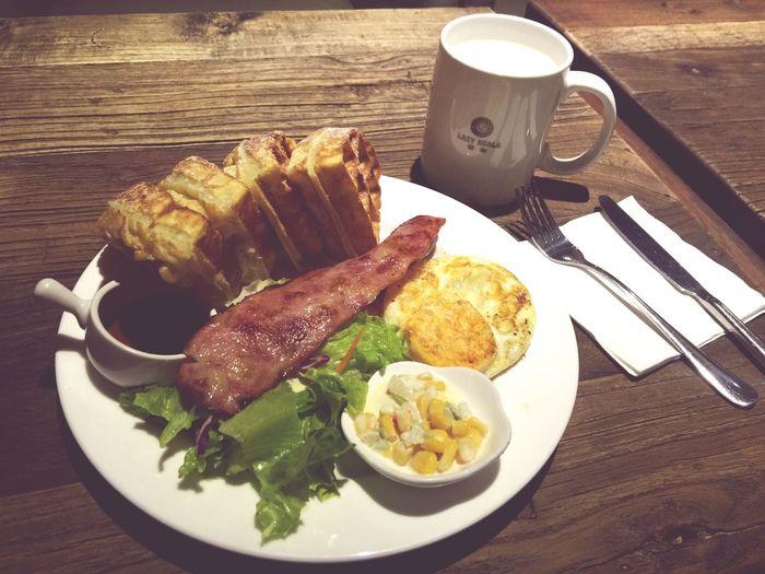 Brunch Cafe LAZY KOALA Gettinguplate