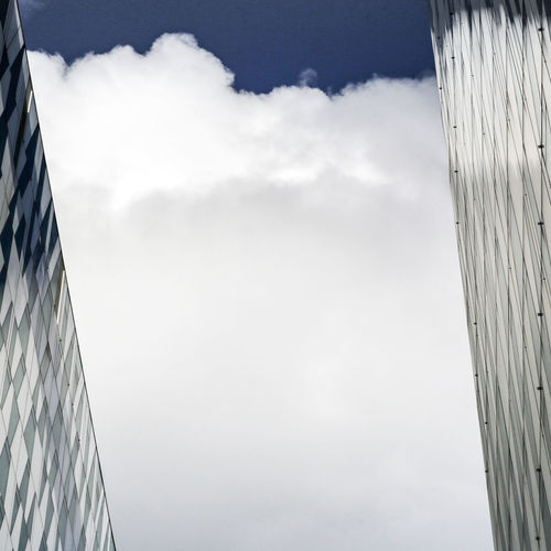 Calmness Architecture Background Texture Building Exterior Built Structure City Clarity Cloud - Sky Day Low Angle View Modern No People Outdoors Reassuring Picture Reflection Clouds Reflection Color And Clouds Sky Struktur White And Blue Colour White And Blue Sky EyeEmNewHere The Graphic City
