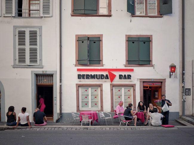 Architecture Basel, Switzerland Flaneur Kleinstadt Switzerland🇨🇭 Bar Bikes Fassadengestaltung Kleinstadtgefühle Oldtown Parkedbikesoftheworld People Restaurant Soloparking Switzerland❤️ Urbanphotography Urbanromantic Urbanromantix Urbanscene