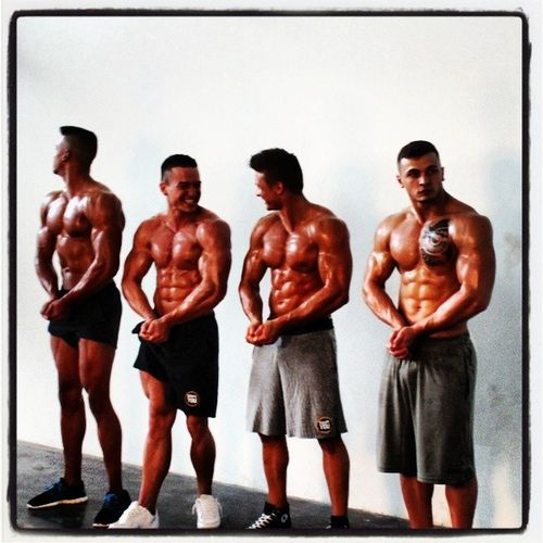 Snapshot vom Fotoshooting Team ShapeYOU Athleten Fitness Behindthescenes HarryIrorutola PascalHaag FelixValentino ArthurWottschel