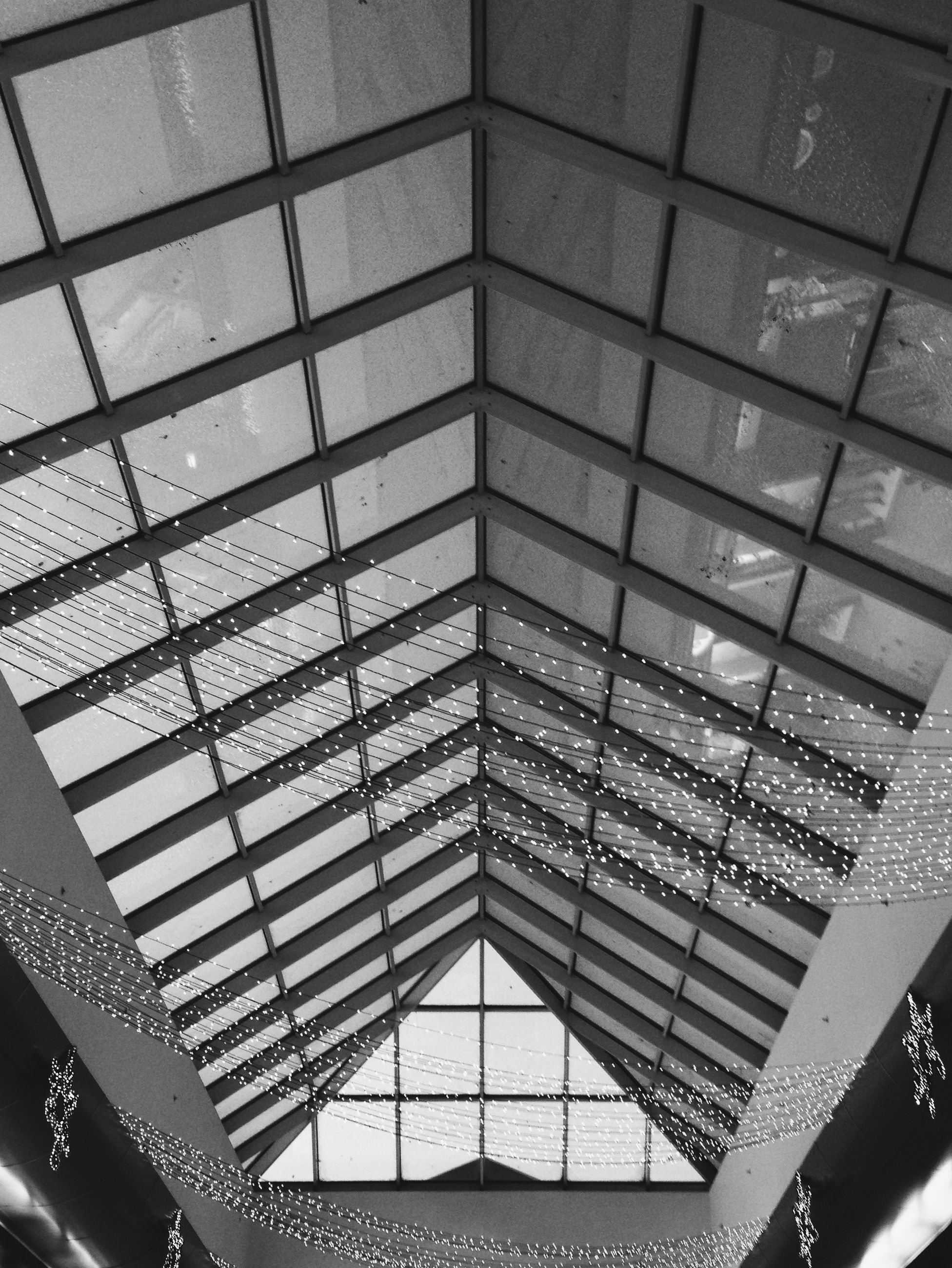 indoors, full frame, pattern, architecture, glass - material, window, built structure, backgrounds, ceiling, geometric shape, design, transparent, repetition, low angle view, modern, architectural feature, glass, square shape, no people, building