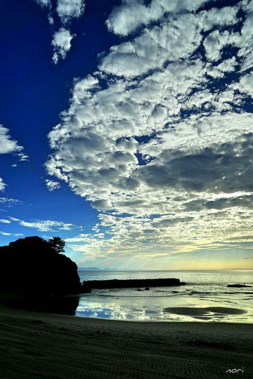 Waves of clouds were reflected in the sea Good night🌙 ☺✋ Clouds And Sky Sky_collection Sea_collection Reflection_collection Water Reflection リフレふぇち EyeEm Nature Lover いつかの空 Blue Sky Kagoshima