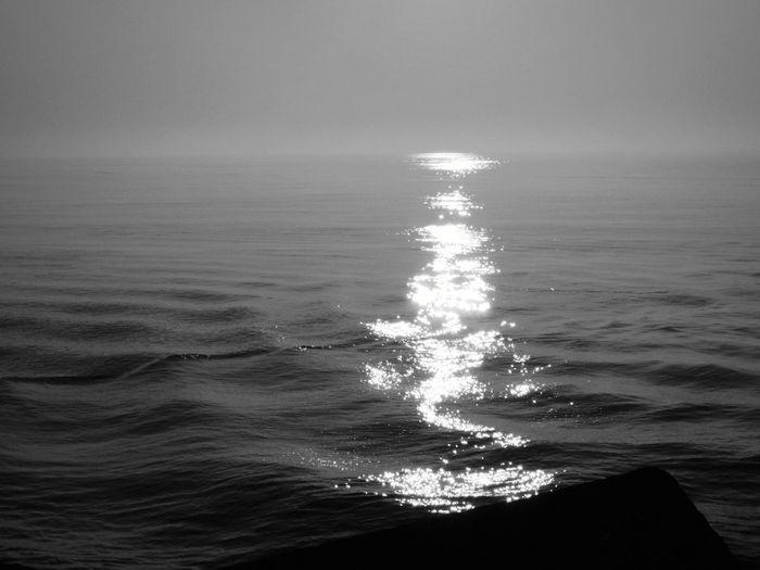 Blackandwhite Blackandwhite Light And Shadow Lights In The Dark Wonderworld Sea Water Sea Sky Horizon Over Water