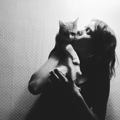 Darkness And Light Portrait Of A Friend Noflash 2016♡ Malinas Ilovesquares For The Love Of Black And White Cat Lovers Catsoftheworld Cats Of EyeEm EyeEm Best Shots - Black + White EyeEm Best Shots - People + Portrait The Portraitist - 2016 EyeEm Awards
