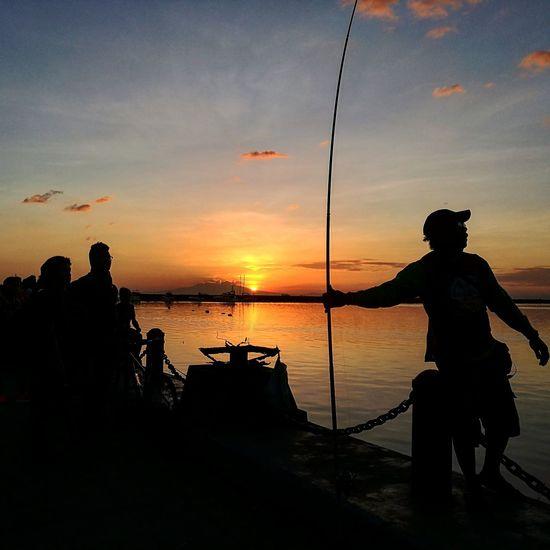 Others chase sunsets for the view but for some men, it's the time to count the total catch for the day. Fisherman Sunset_collection Sunset End Of Day Hues Sky Bay Men At Sunset The Traveler - 2018 EyeEm Awards