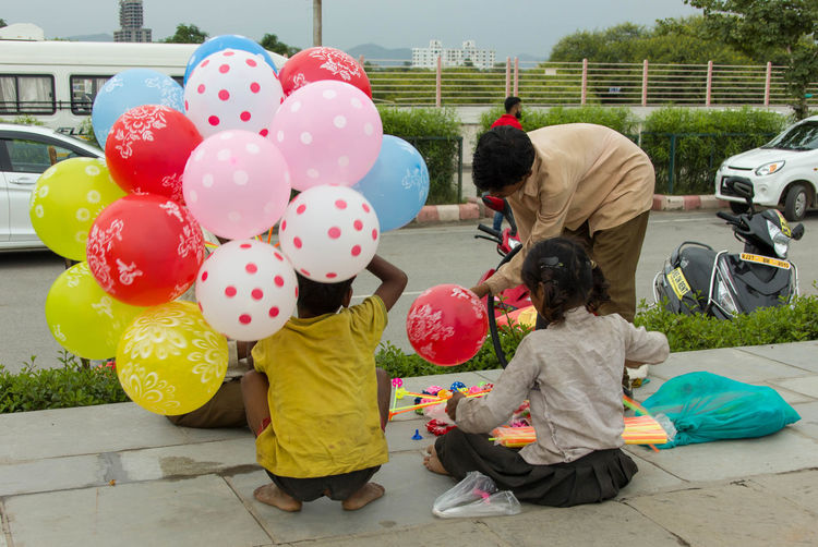 Kids selling Plastic Balls and Balloons , Near Lake Fatah Sagar EyeEm Best Shots EyeEm Selects EyeEm Gallery EyeEmNewHere Life Life In Motion Balloon Bonding Child Childhood Childhood Memories Family Group Of People Lifestyles Outdoors Perfect Capture Selling Balloons On The Roads