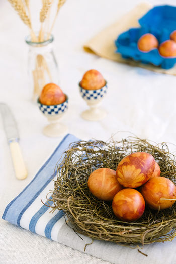 naturally dyed easter eggs Easter Basket Close-up Container Day Eggs Focus On Foreground Food Food And Drink Freshness Healthy Eating High Angle View Indoors  Natural Dyeing No People Onion Ripe Still Life Table Vegetable Wellbeing