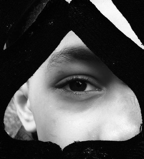 Blackandwhitephotography Childeren Triangle Eyes Eye Métisse Picofthenight Pics Photo Photos Picture Photography Photographie  Photostudio Belgium Belgique Brussels Belgie Belgie Ardennesbelges Boys Boy Childs