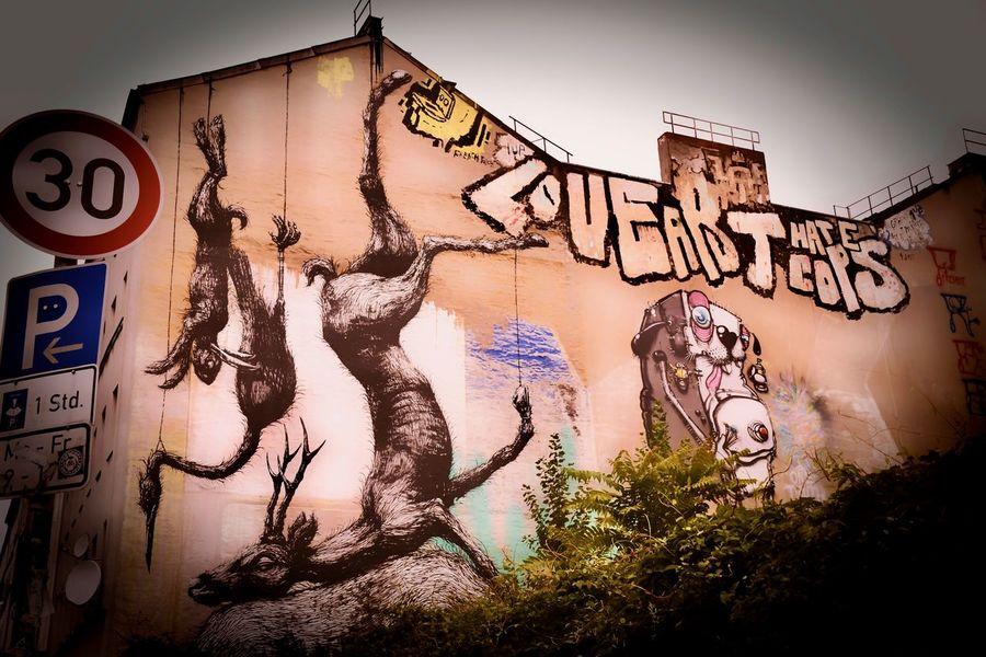 Love Art, Hate Cops Berlin Dead Animals Graffiti Kreuzberg Street Art/Graffiti Berliner Ansichten Human Representation Street Photography Street Scene