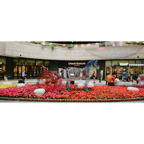 메세나폴리스 의 마지막 입니다😅 최근에 바뀐 봄 테마 의 마차 조형물이에요. 한번 타보고 싶네요😁 어른이라서 철이 좀 없나봐요 ㅋㅋ ☆ 데일리스타그램 데일리 Daliy Mesenapolis Spring Theme