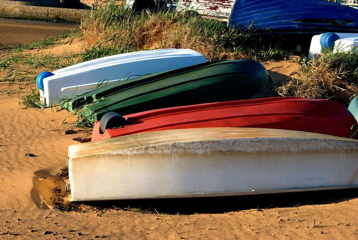 I'm not sure if these boats were a clashed together deliberately for art but I loved the colours! 👌 Boats Boats Boats Colours Sand Details