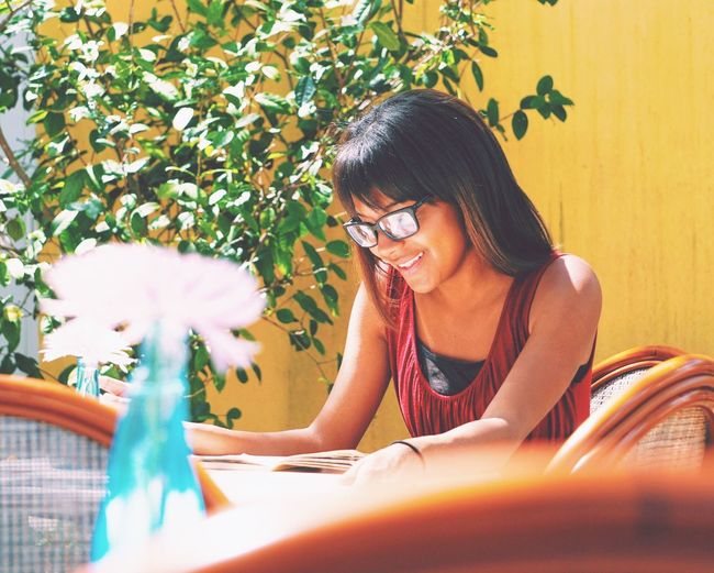 Queen M First Eyeem Photo Portrait Portrait Of A Woman Portrait Of A Friend Friends Coffee Candid Sidelight Warm Color