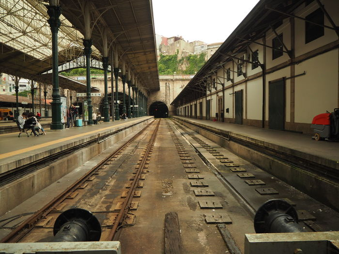 EyeEmNewHere Porto Portugal 🇵🇹 Architecture Building Exterior Built Structure Car City Day Incidental People Land Vehicle Mode Of Transportation Outdoors Public Transportation Rail Transportation Railroad Station Railroad Station Platform Railroad Track Real People Track Train Train Station Transportation Travel