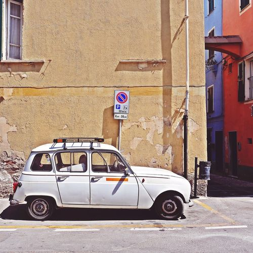 Shabbychic ... with a breathe of summer 😍 Transportation Car EyeEm Gallery Facadelovers Wallporn Architecture_collection Façadeporn Urban Geometry Collector's Car Retro Car Finding Parking Asundaycarpic Vintage Style Soloparking Vintage Car Old-fashioned Renault 4 Neighborhood Stroll Streetphotography Liguria - Riviera Di Ponente Taking Photos Italianeography Strolling Around Italianstreetphotography Eyeemphotography