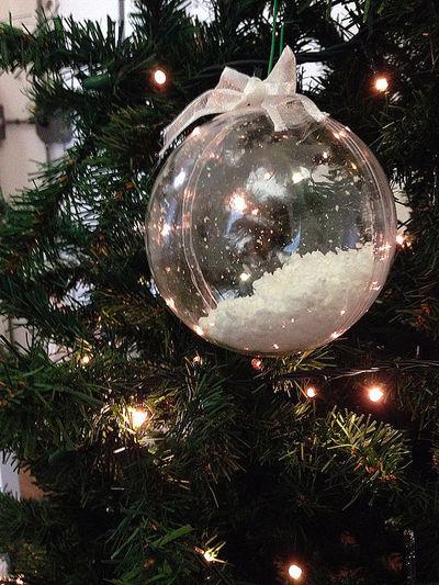 Albero Di Natale Bianco Christmas Christmas Tree Decoration Decorazione Detail Fiocco Illuminated Light Lights Luci Natale  Pallá  Trasparent Ball White