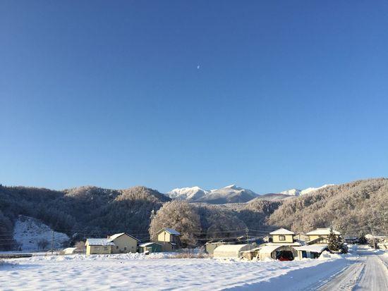 微かに月が見えてました。昨日の空。 信州 冬空 My Sky 青空 空 八ヶ岳山麓 冬の景色 Nature EyeEm Nature Lover 八ヶ岳 いつもの場所 カコソラ