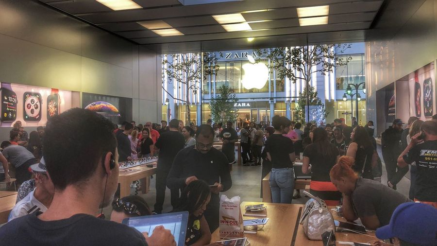 Apple Time Hdr_Collection HDR Real People Group Of People Indoors  Women Adult Store Crowd