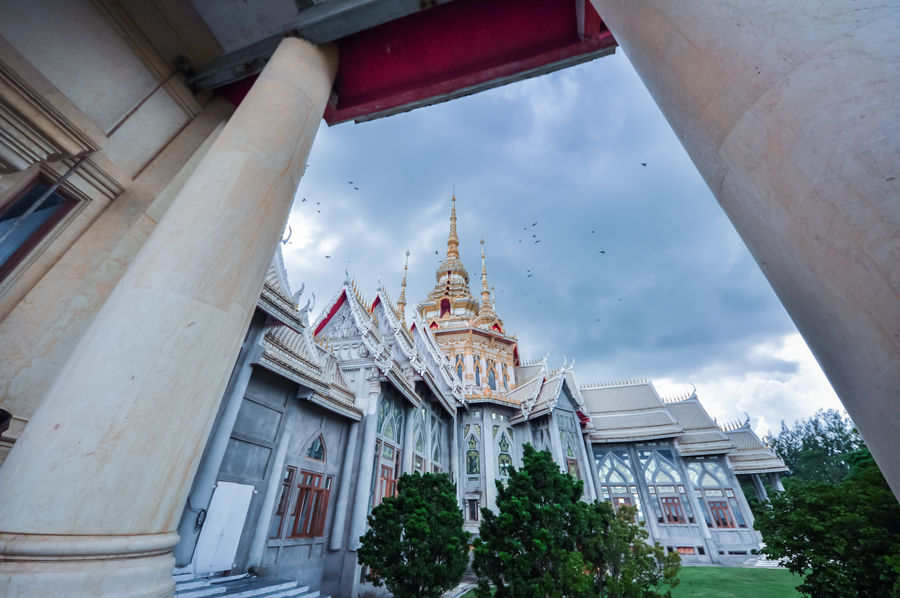 Architecture Religion Business Finance And Industry History Travel Destinations Built Structure Sky Spirituality Ancient No People Statue Building Exterior Outdoors Day Cloud - Sky Statues Building Landscape Coulds And Sky Buitifull Holiaday Thailand Photos Thai Temple Large Thailand Travel