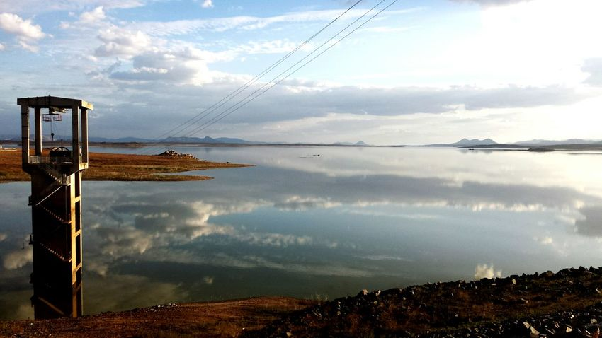 Barragem Sky And Clouds Ceu Liindo! Water Reflections Naturelovers Dam Potography Eye4photography  The Water Is Running Out 😕😦