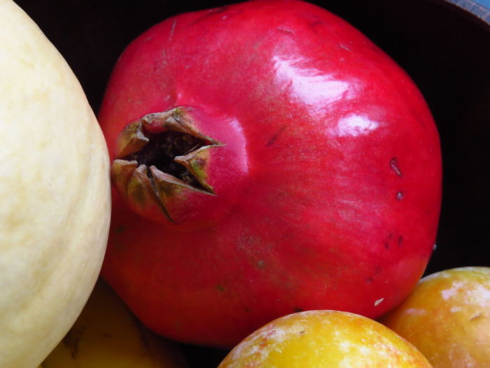 Fruits And Vegetables Pink Pink Fruit Pomegranates  StillLife Apple Apple - Fruit Close Up Close-up Focus On Foreground Food Food And Drink Freshness Fruit Fruitporn Fruits Healthy Eating Organic Pomegranate Raw Food Red Red Fruits Ripe Still Life Wellbeing