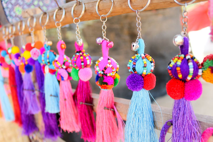 Multi colored key rings for sale in market