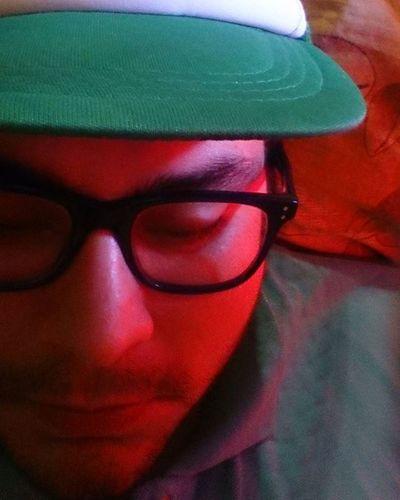 Tv: Un hermoso día Soleado en la Ciudad de Córdoba... Me pongo una GORRA y sigo acostado. Quien dice que la PEREZA conduce necesariamente a la infelicidad!? QUIÉN!!?. Humor Foto Fotografiaurbana Fotografia Pereza Perezoso  Dia DíaSoleado Procrastinar 😚 Descanso Sol Aburrido Sueño Relfexion Gorra Córdoba Altacordoba Fiaca Palabras Ciudad Ciudaddecordoba Acostado Psicologiando Otracordoba descanso vacaciones 🌞 definicióngráfica tv