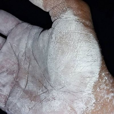 Recent experiments continue with lifting chalk. Excellent grip and tactile feedback. Gym GymLife GymTime Gymflow Tgif Guyana Southamerica Southamerican Health Fitness Fitnessmotivation Fitnessjourney Training Discipline Homegym HomeGymFlow Homegymlife Lifestyle Weightlifting