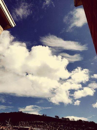 Cuando ves que las nubes parecen pinceladas y copitos de algodon de azúcar 🤗🤗🤗 Cloud - Sky Bogota,colombia. Beautiful Sky Bets Day