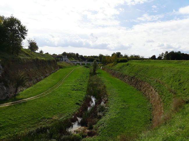 Moat Around The Fortress Pathway Landscape Grass Cloud - Sky Fortress Wall Water Door Aqueduct